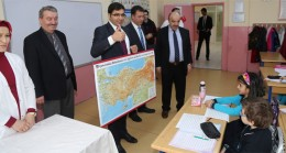 Çekmeköy'deki okullara harita dağıtıldı