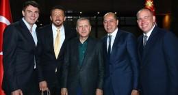Cumhurbaşkanı Erdoğan sanatçı ve sporcularla iftar yaptı