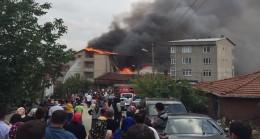 Çekmeköy'de iki mahallede yangın