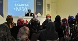 Ümraniye'de Avrupalı Müslüman kadın konuşuldu