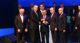 İETT'nin ödülünü Cumhurbaşkanı Erdoğan verdi