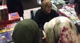 """Sibel Eraslan, son kitabı """"Babam İçin Beyaz Kuğu""""yu imzaladı"""
