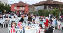 Çekemköy Belediyesi'nden Ömerli'de iftar sofrası