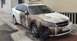 Eski eşinin arabasını yaktı