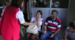 Sivil hastalar çiçeklerle karşılandı