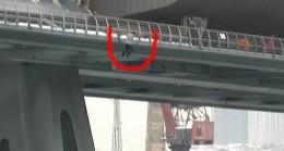 Köprüden aşağı atladı!
