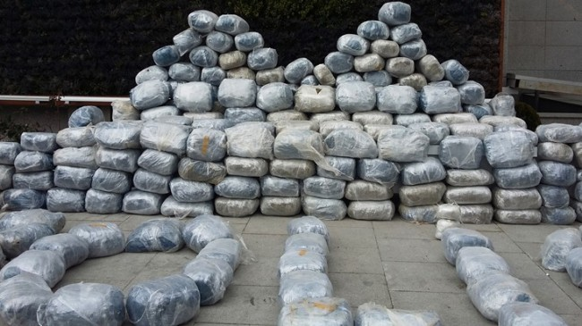 İstanbul'da 1 ton esrar ele geçirildi