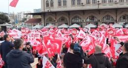 """Kadıköy Meydanı binlerce Kadıköylünün """"Evet"""" sesleriyle inledi"""