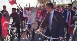 Bakan Kaya AK Parti'li gençlerle pedal çevirdi