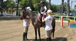 Engelli çocuklara at ile tedavi