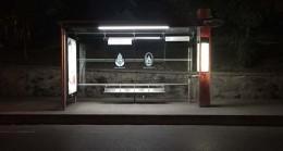 İETT, otobüs duraklarını aydınlatıyor