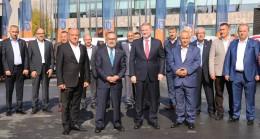 Medipol Başakşehir, Türk Kızılayı 'İyilik Filosu'na 15 araç bağışladı