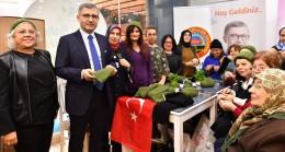 Üsküdarlı kadınlar, Afrin'deki Mehmetçiğimiz üşümesin diye ördüler