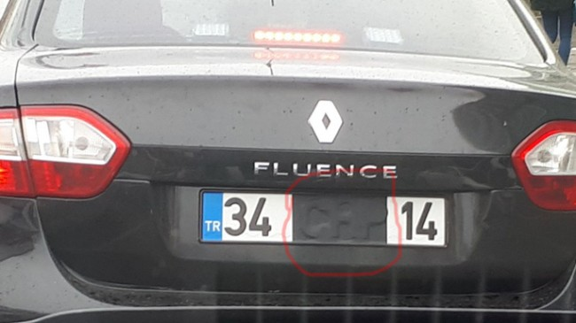 Plakasını saklayarak Ataşehir ve Kadıköy'de trafiğinde dolaşan araç!