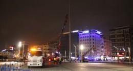 Taksim'deki o direkler kaldırıldı