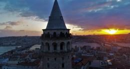 Galata Kulesi ile güneş cilveleşiyor