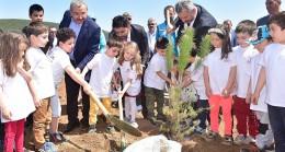 Sancaktepeli küçük öğrencilerin ağaç dikimi heyecanı