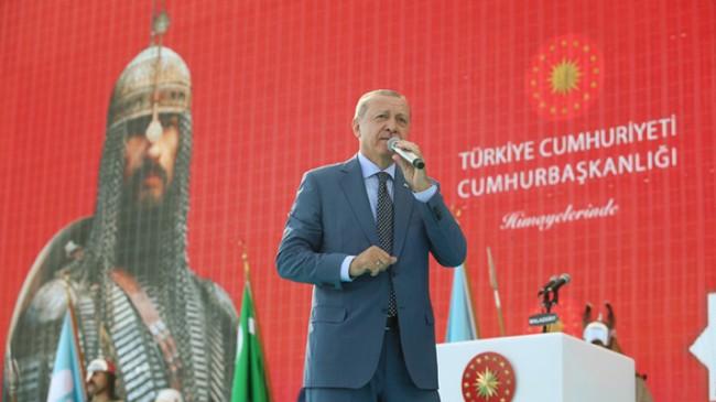 """Başkan Erdoğan, """"Malazgirt ruhunu yaşatmayı başaramazsak, geçmişimizle birlikte geleceğimizi de kaybederiz"""""""