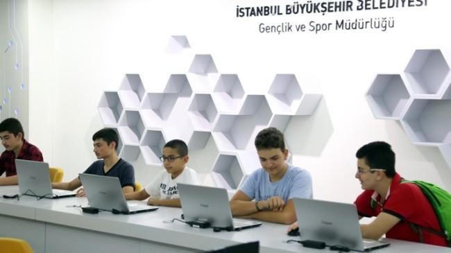 İBB, teknoloji üreten gençliğin yanında