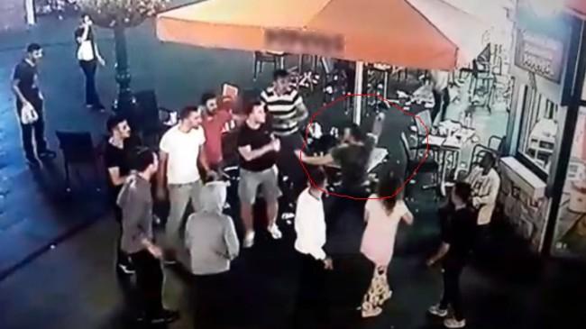 Maganda insanlara satırla saldırdı