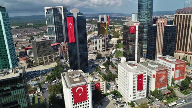 Türk Bayrağı her yerde dalgalanıyor