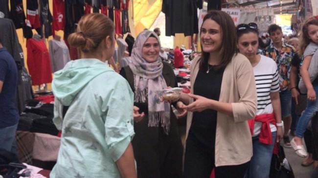 Ataşehir AK Kadınlardan Aşure İkramı