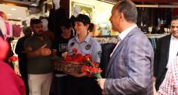 Başkan Çağırıcı'dan Bağcılar esnafına hem ziyaret hem de karanfil
