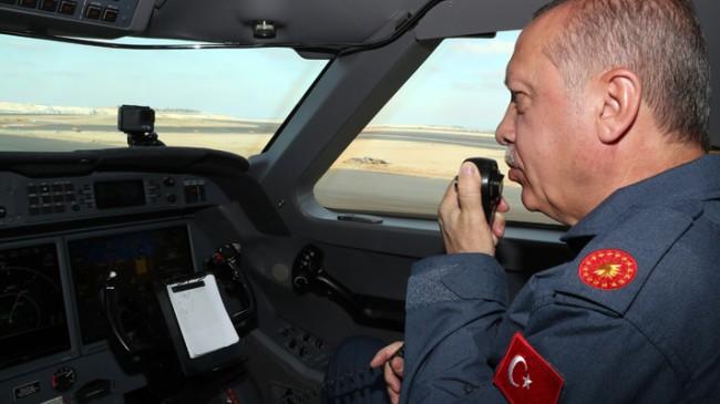Başkan Erdoğan, Havalimanı'na F 16 savaş uçakları ile birlikte indi
