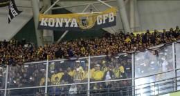 Fenerbahçe'nin büyük taraftarı takımlarını Konya'da da yalnız bırakmıyor