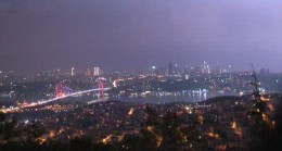 İstanbul şimşeklerle aydınlandı