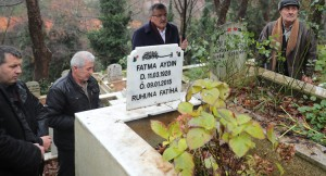 Başkan Aydın'dan, amca ve yengesinin Beykoz'da bulunan kabirlerine ziyaret