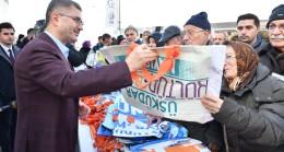 Başkan Hilmi Türkmen, Üsküdarlılara ekolojik çanta dağıttı