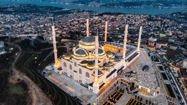 Çamlıca Camii'nin haşmeti büyülüyor