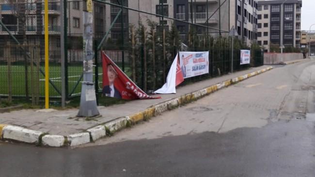 Şadi Yazıcı'nın afişleri yerde CHP'nin ki ise yerinde!