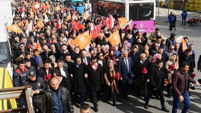 Sancaktepeliler, devasa bir Türk Bayrağı ile yürüdüler