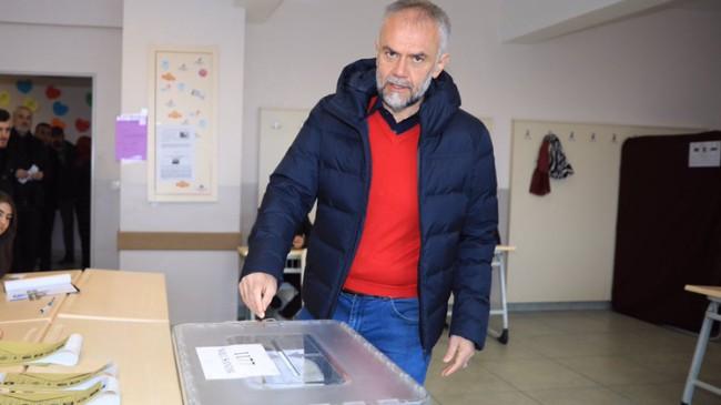 Ahmet Poyraz'a seçmenden güvenoyunu