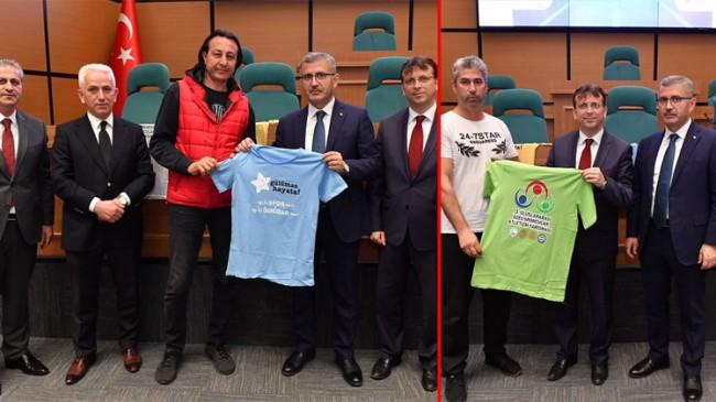 Başkan Türkmen, yarışacak özel sporcuların malzemelerini dağıttı