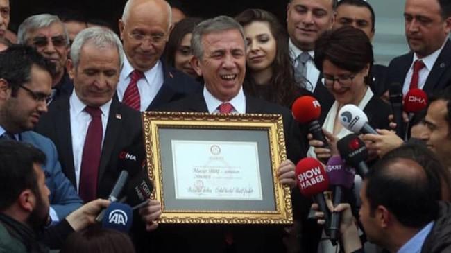 Mehmet Özhaseki, bu fotoğrafı içine sindirebiliyor mu?