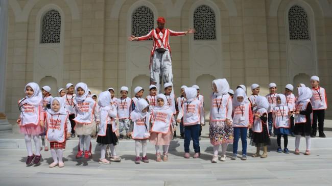 Ümraniyeli çocuklar Çamlıca Camii'nde