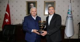 Binali Yıldırım, Beykoz Belediyesi'ni ziyaret etti