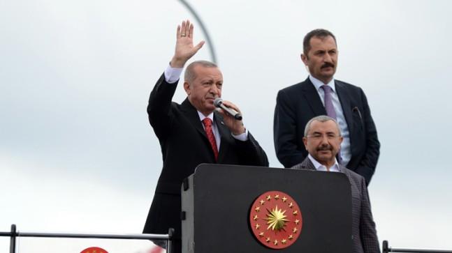 """Başkan Erdoğan, """"Ailesi istesin Ahmet Kaya'nın kabrini taşırız"""""""