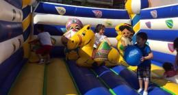 Ümraniyeli çocuklar doyasıya eğleniyor