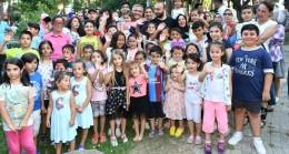 Başkan Hilmi Türkmen'e çocuklardan yoğun sevgi seli