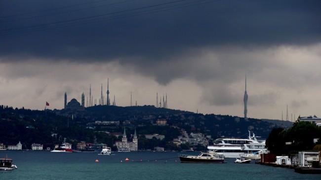 İstanbul'un tepesinde kara bulutlar