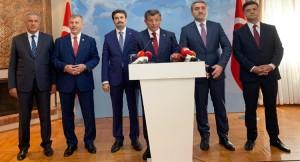 Ahmet Davutoğlu tirenden indi!