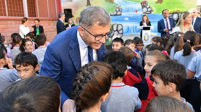 Başkan Türkmen'in çocuk sevgisi