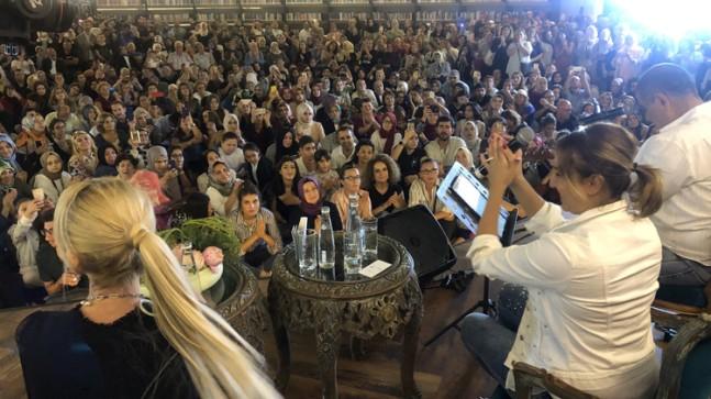 Metin-Eda Özülkü çifti Nevmekan Sahil'de Akustik Muhabbet'e katıldı