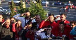 Bakan Kasapoğlu ve milli sporcular, Mehmetçiklerimize selam gönderdi