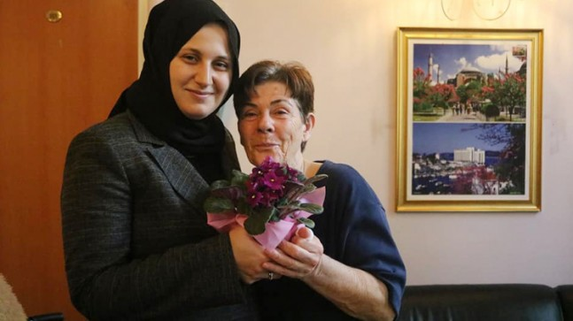 Esra Eruçar, eğitimin çınarları öğretmenlerimizi ziyaret etti