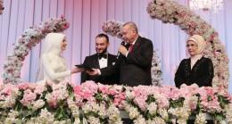 Başkan Erdoğan, evlilik cüzdanını her zamanki gibi yine geline verdi